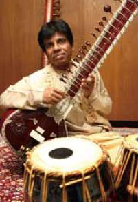 シタール奏者のプレーマダーサ・ヘーゴダ氏は、インド音楽を通してアジアの子供たちのために幼稚園を設立するなど、教育活動や自然保護活動に尽力している